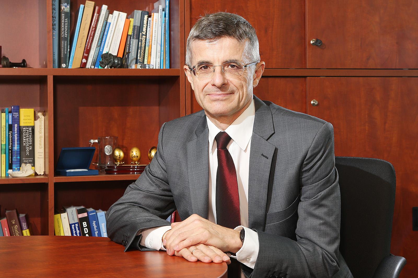 CityU expert in veterinary epidemiology granted Lifetime Achievement Award